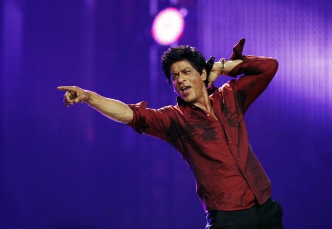 Shah Rukh Khan's Fans Host An Award For His Birthday