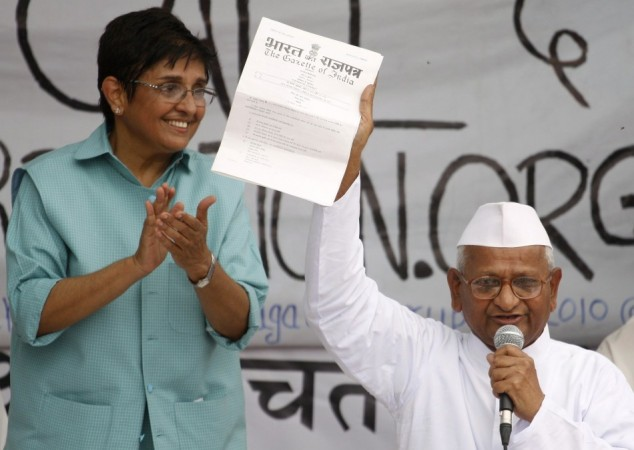 Kiran Bedi with Anna Hazare