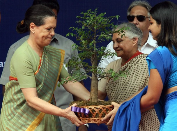 Sonia Gandhi, Sheila Dikshit,