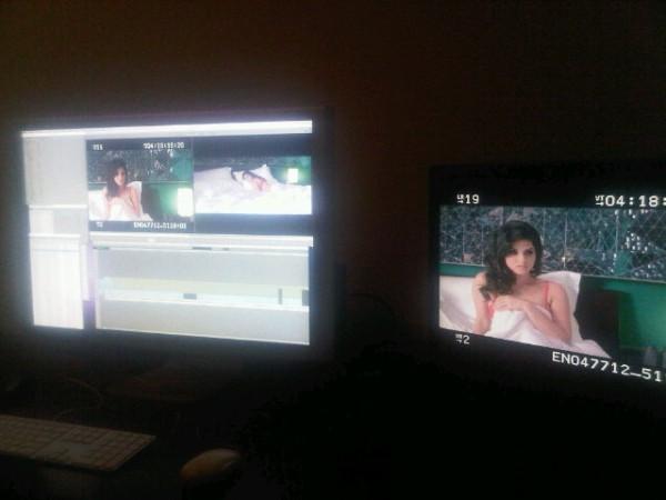 Bedroom Scene of Sunny Leone