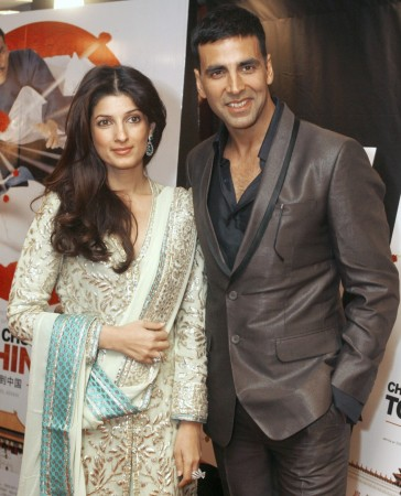 Actor Akshay Kumar and his wife Twinkle Khanna attend the Canadian premiere of 'Chandni Chowk To China', the first-ever Bollywood kung fu comedy, in Toronto January 9, 2009. REUTERS/ Mike Cassese
