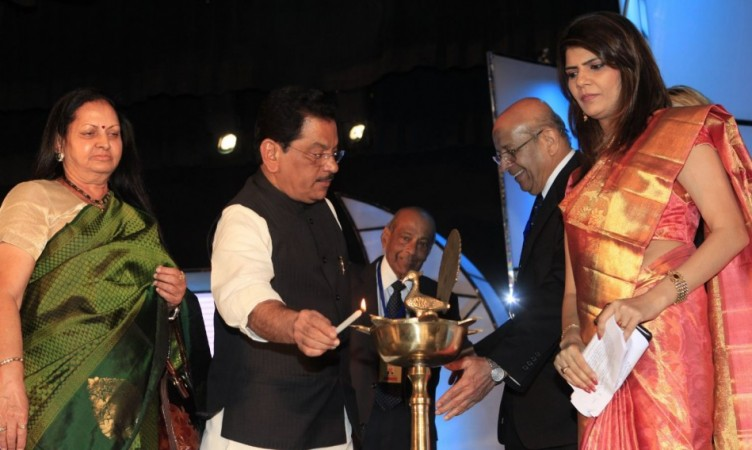 Dr.Lekha Pathak-State Health Minister Suresh Shetty-Dr.MukundJoshi-Dr.K H Sancheti-Dr.Sunita Dube President Medscape India at the awards