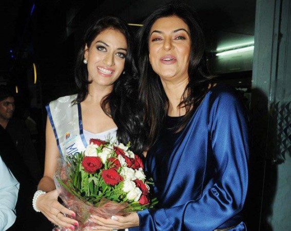 Miss Asia Pacific 2012 Himangini Singh Yadu (R) pose with former Miss Universe, and her mentor Sushmita Sen at Mumbai Airport: Image: Facebook/ I AM SHE