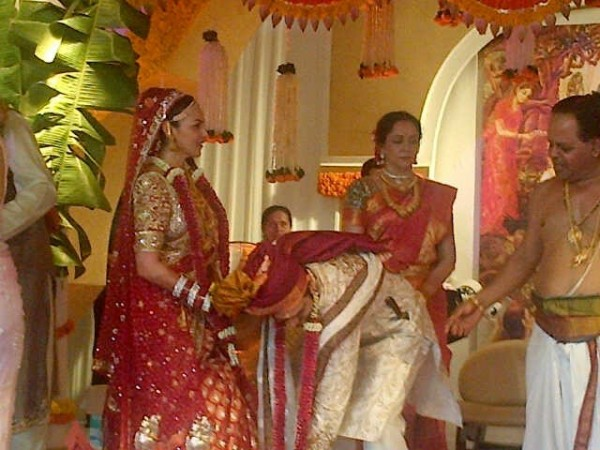 Esha Deol Ties knot with Businessman Bharat Thatkani (Twitter)