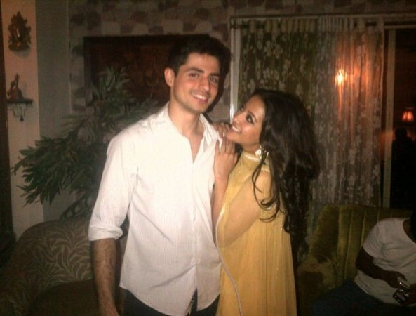 Actress Raima Sen with her close friend Varun Thapar. (Twitter)