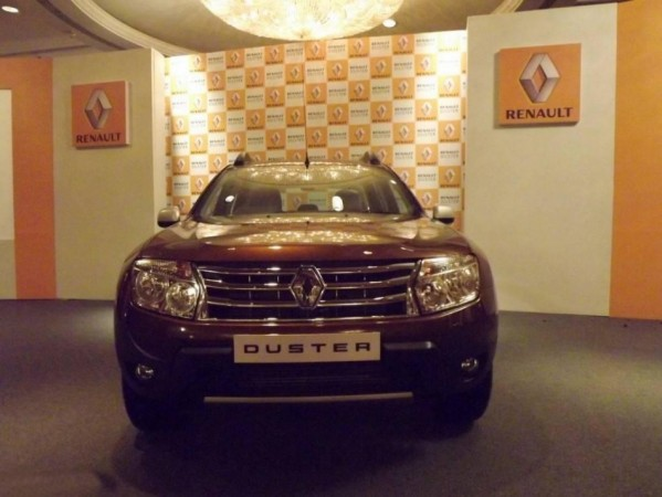 renault duster bags 39 car of the year 2013 39 award. Black Bedroom Furniture Sets. Home Design Ideas