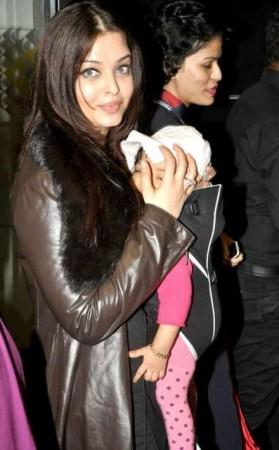 Aishwarya Rai Bachchan with daughter Aaradhya Bachchan.