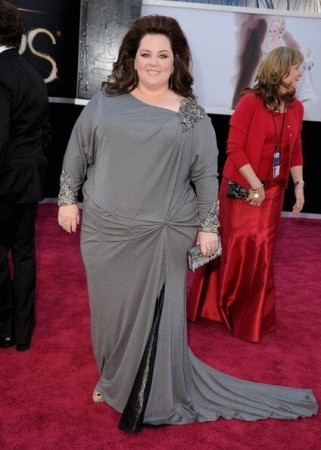 Melissa McCarthy sporting a a platinum David Meister gown. Discussions are going on networking sites if McCarthy wore a blanket to Oscars! (Twitter/@tomandlorenzo)