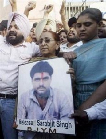 Family members of Sarabjit Singh hold his picture to appeal for his release during a demonstration in Amritsar June 25, 2009.