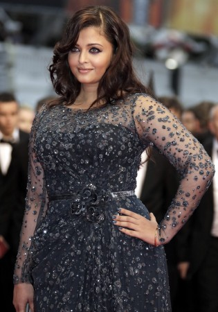 "Actress Aishwarya Rai arrives on the red carpet ahead of the screening of the film ""Cosmopolis"" in competition at the 65th Cannes Film Festival May 25, 2012. (Reuters)"
