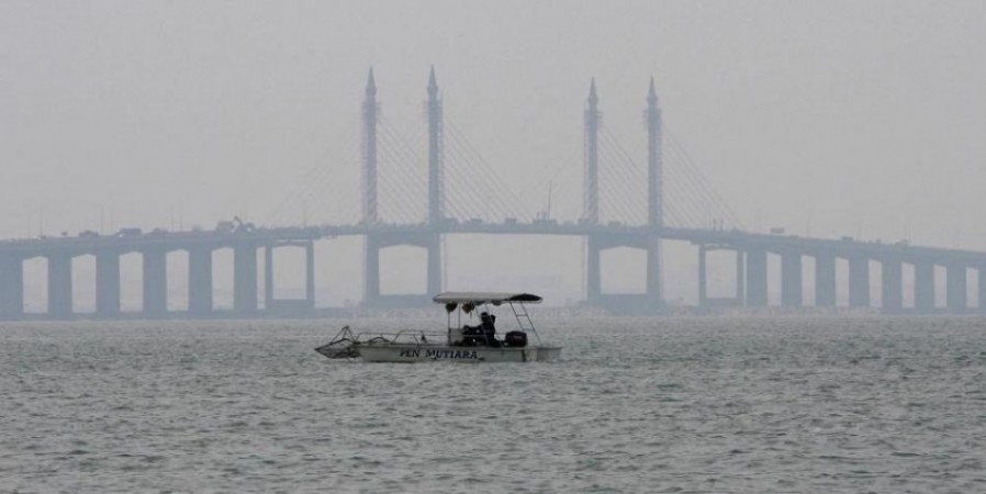 Picture of the first Penang Bridge which was built in 1985