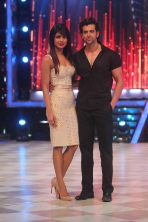 Hrithik Roshan and Priyanak chopra  on the sets of Jhalak Dikhla ja (photo Varinder Chawla)
