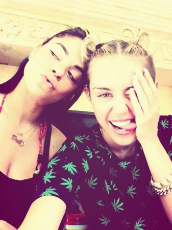 Miley Cyrus Crowned Selfie Queen on Twitter