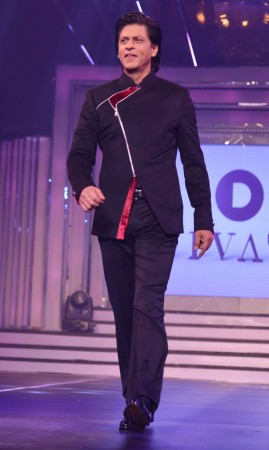 Shah Rukh Khan walks the ramp (varinder chawla)