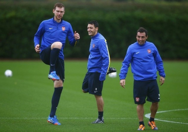 Mertesacker Ozil Cazorla Arsenal