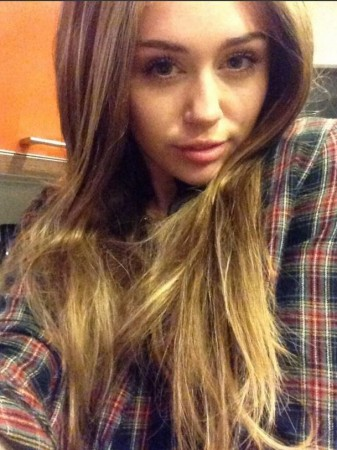 Miley Cyrus Misses Her Tresses? Singer Tweets Pictures With Long Hair