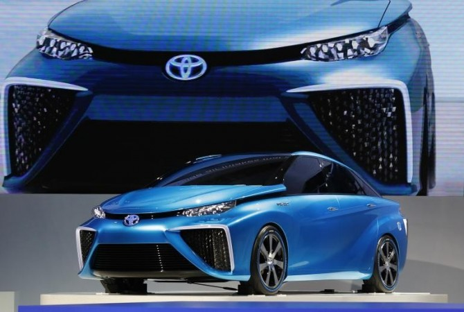 Toyota Motor Corp's FCV concept car is seen at the 43rd Tokyo Motor Show in Tokyo November 20, 2013. Toyota wants this on the road by 2015