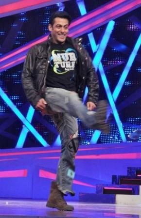 Salman Khan dancing  on Nach Baliye