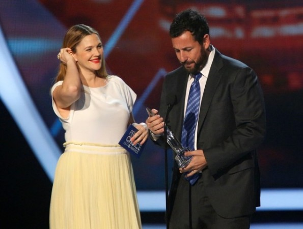 """Drew Barrymore presents the """"Favourite Comedic Movie Actor"""" award to Adam Sandler"""
