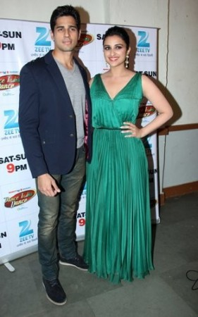 Siddharth Malhotra with Parineeti Chopra at 'Dance India Dance'