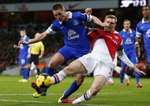 McCarthy Everton Mertesacker Arsenal