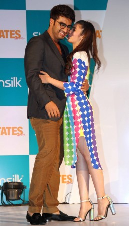 Arjun Kapoor and Alia Bhatt at an event of '2 States' collaboration with sunsilk
