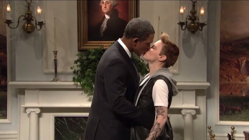 Obama Bieber Kiss
