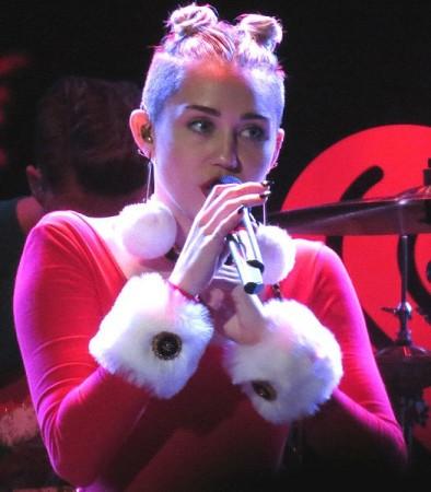 Miley Cyrus singing at the 93.3 FLZ Jingle Ball in Tampa Florida