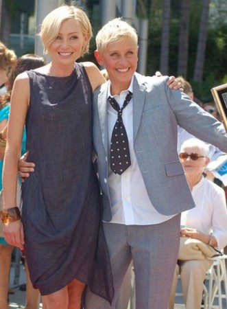 Ellen DeGeneres (R) and wife Portia de Rossi (Photo:WikimediaCommons/AngelaGeorge)
