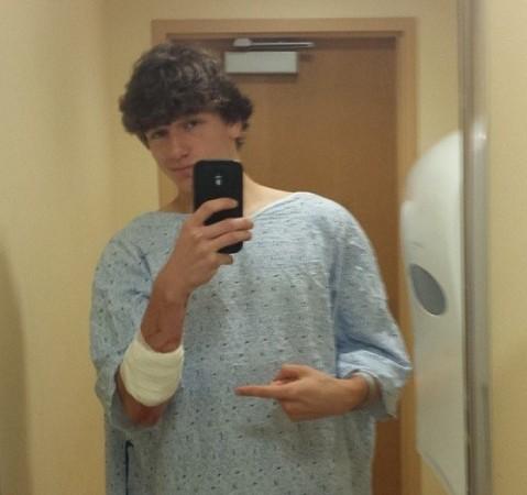Nate Scimio's hospital selfie (Nate Scimio, Twitter)