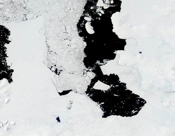 A massive iceberg or ice island of a whooping 255 square miles in size is moving into the ocean off Antarctica. (Photo: NASA/Jeff Schmaltz)