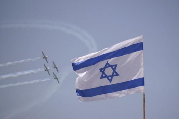 Yom Ha'atzmaut  2014 -- Israel's Independence Day is celebrated on the fifth day of the month of Iyar. Here are 10 facts about the day.  (Photo: Wikimedia Commons/ אורן פלס)