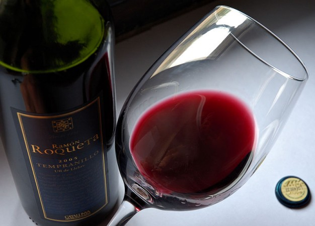 A new study has found that there is no prove red wine and chocolate cure heart diseases or prolong life.