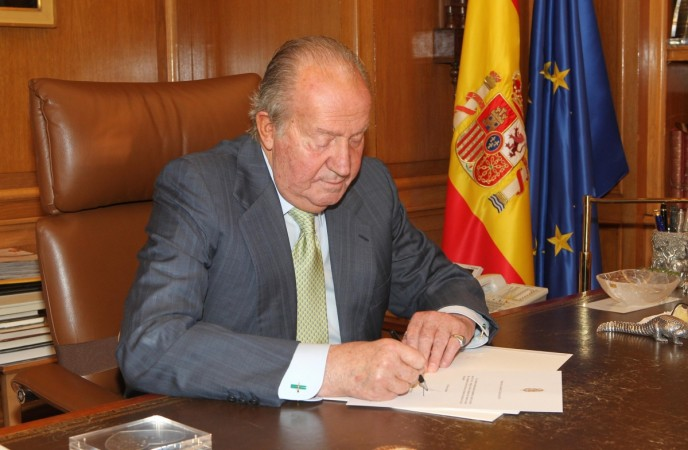 Spain's King Juan Carlos signs his abdication at the Zarzuela Palace