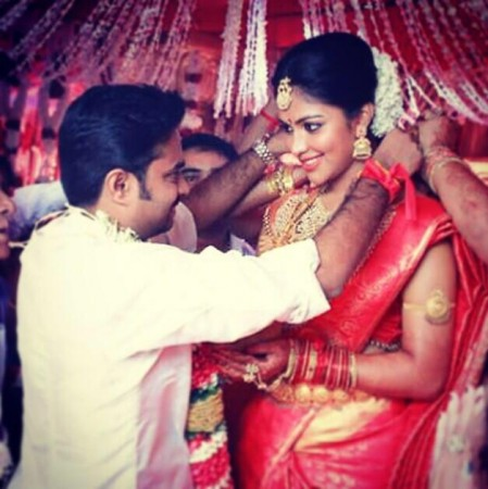 actress amala pauldirector alvijay tie the knot photos