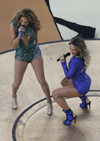 Claudia Leitte, Jennifer Lopez