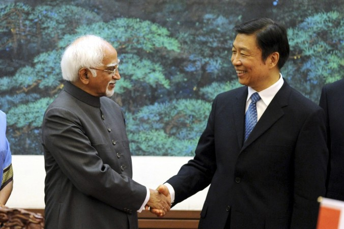 Hamid Ansari shaking hands with China's Vice President Li Yuanchao