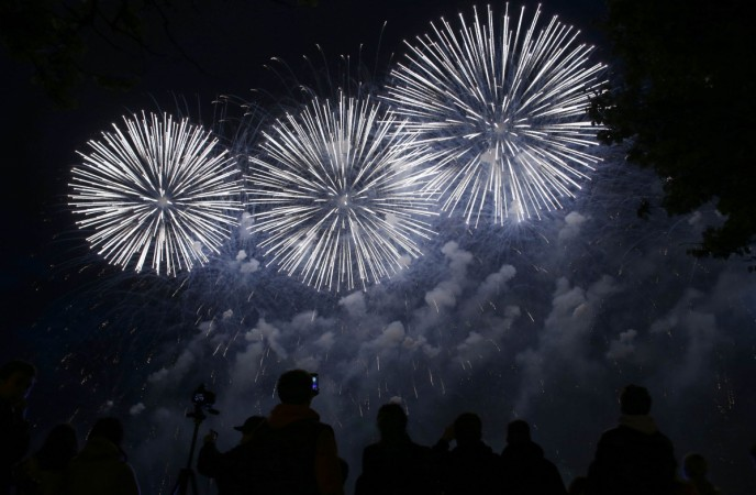 Fourth Of July Fireworks: 5 Best Camera Smartphones Of 2015 To Capture The Fireworks Like A Pro