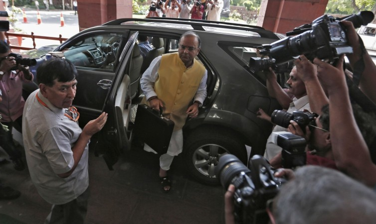 Jaitley arrives at the parliament to present budget of 2014