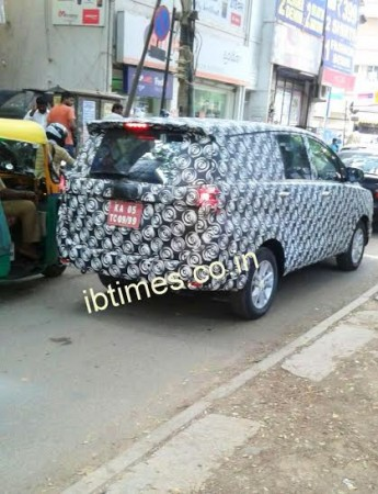 Exclusive Spy Shots: 2016 Toyota Innova Spied Testing in Bangalore