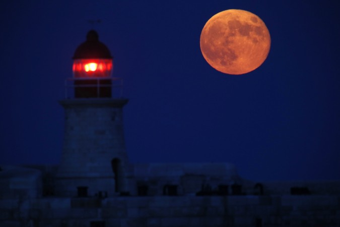 Will we see a pink full moon Monday night?
