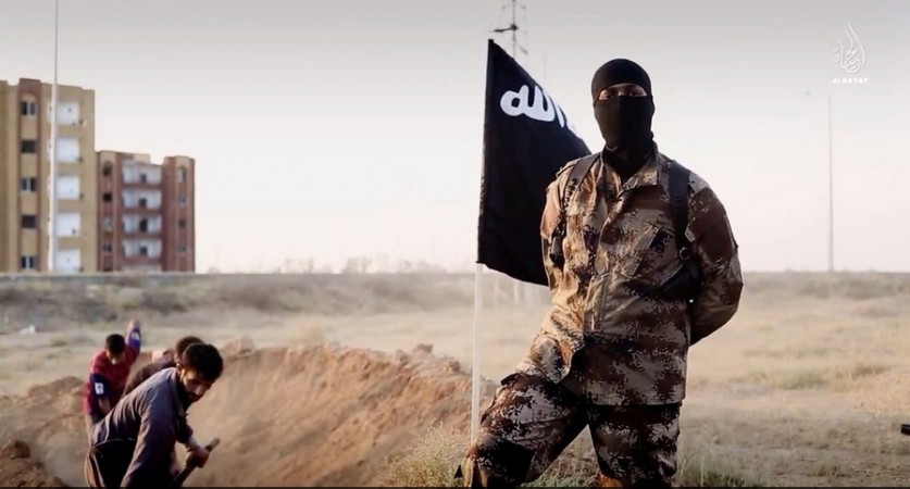 The militant group Islamic State (ISIS) has released a propaganda video showing Syrian soldiers digging their own graves before they are executed.