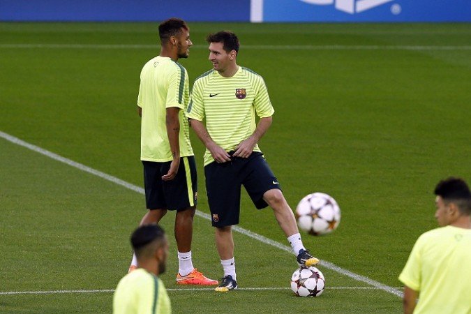Messi persuades Neymar to remain at Barcelona