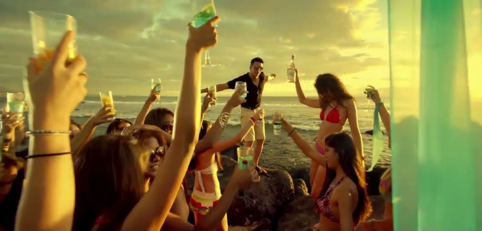 "Akshay Kumar's ""Alcoholic"" Song from ""The Shaukeens"""