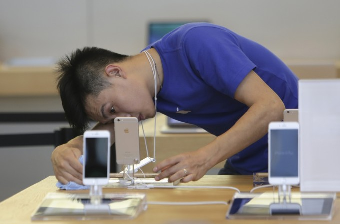Apple rolled out the new iPhone 6 and iPhone 6 Plus, in China and India.