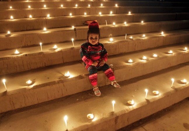 Happy Diwali 2014: Here is a compilation of best Diwali Quotes and wishes that can be sent in the form of messages or smses.