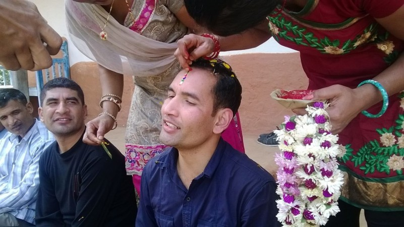 Happy Bhai Dooj 2014: Here are beautiful quotes and messages to share with one's brother or sister.