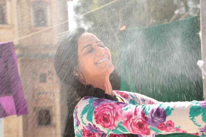 Mona Singh was splashed cold water on her face in slow motion