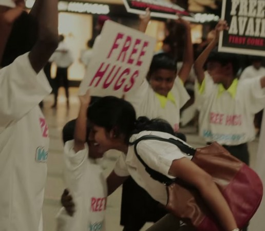 Touching video shows kids giving out free hugs