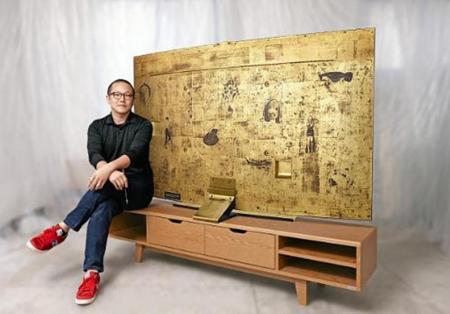 Samsung Paints Back Panel Of Its Curved UHD TV With Unique Gold Art For A Good Cause